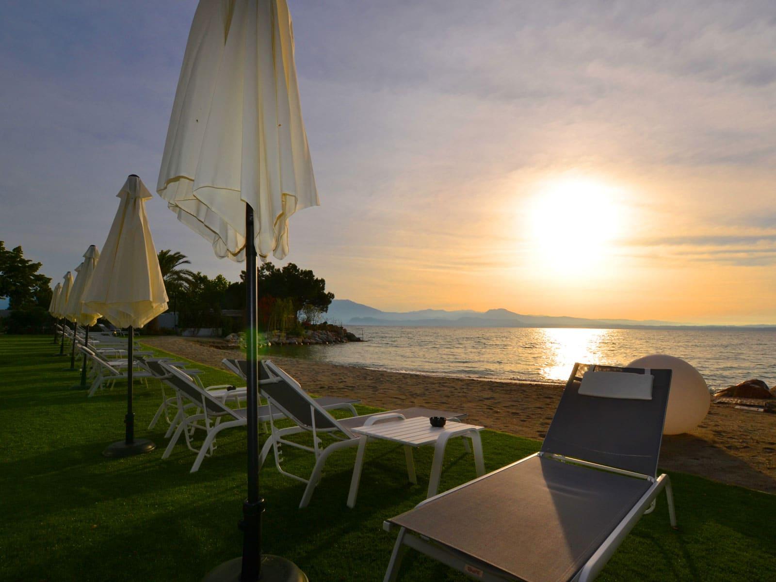 hotel sul lago di garda con spiaggia privata
