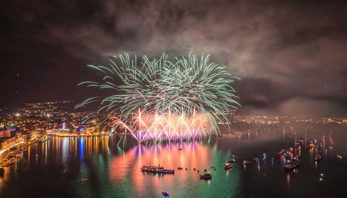 Fuochi d'artificio lago di Garda in barca